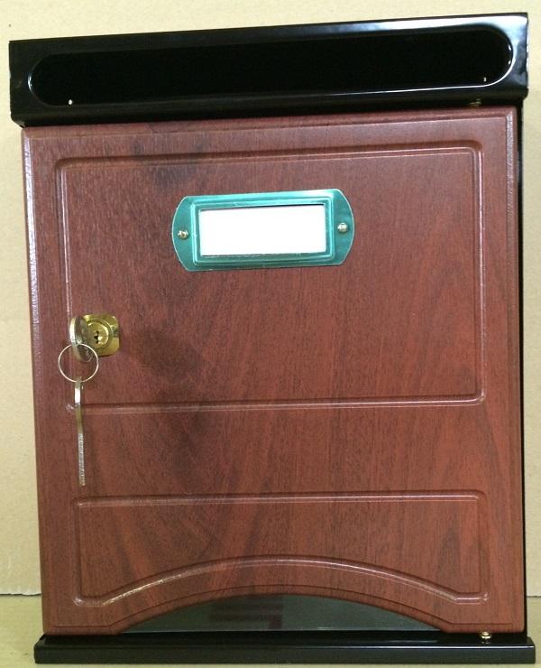 Buzón Arfe Modelo 1020-6 con cuerpo de acero negro y puerta melamina de PALO SANTO. Antivandalico: boca separada de la puerta de buzón. Apertura lateral