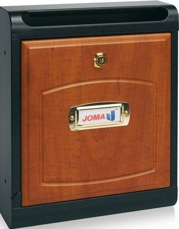 Buzon Modelo Hall-10 fabricado en chapa de acero electrozincada, con cuerpo en color NEGRO MATE y puerta en MADERA DE CALVADOS. Apertura hacia abajo. Tarjetero de plástico.