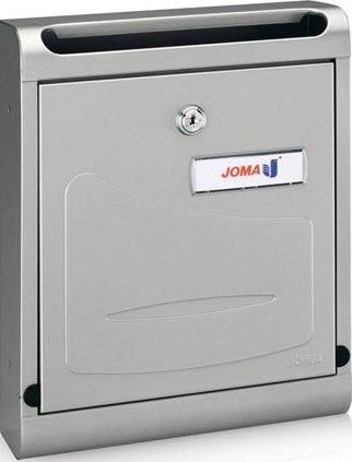 Buzón modelo Hall-10 (Joma) de superficie, con cuerpo y puerta fabricado en chapa de acero electrocincada color pintura inox. Apertura hacia abajo.
