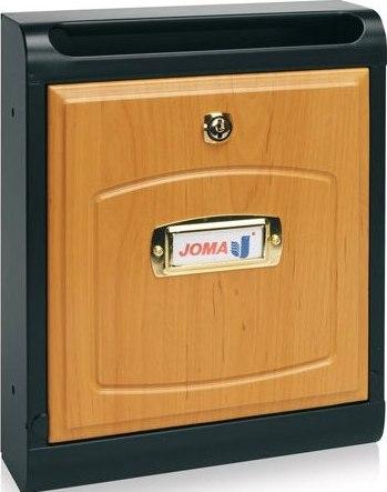 Buzon Modelo Hall-10 fabricado en chapa de acero electrozincada, con cuerpo en color NEGRO MATE y puerta en MADERA DE HAYA. Apertura hacia abajo. Tarjetero de plástico.