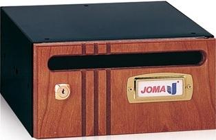 Buzón modelo Hall-20 (Joma) con cuerpo fabricado en chapa de acero electrocincada en color negro y puerta de madera de cerezo. Apertura lateral. Tamaño pequeño.