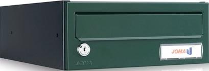 Buzón modelo Kompact H-270 (Joma) con cuerpo fabricado en chapa de acero electrocincada de color negro y puerta de color verde foresta. Antivandálico. Apertura lateral. Tamaño revistero de fondo.
