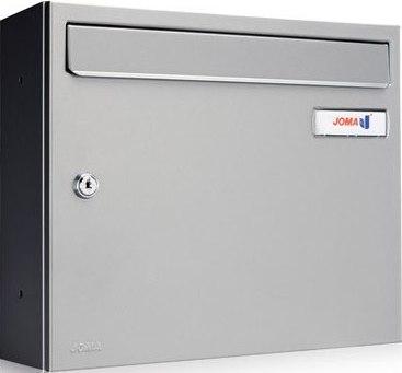 Buzón Modelo KOMPACT V-360 fabricado en chapa de acero electrozincado, con cuerpo y puerta de color Pintura INOX. Pintura antihuellas. Apertura lateral. Gran estanqueidad. Tarjetero de plástico y cerradura de seguridad.