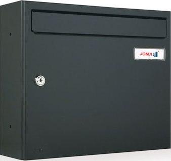 Buzón Modelo KOMPACT V-360 fabricado en chapa de acero electrozincado, con cuerpo y puerta de color Negro Mate. Apertura lateral. Gran estanqueidad. Tarjetero de plástico y cerradura de seguridad.