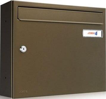 Buzón Modelo KOMPACT V-360 fabricado en chapa de acero electrozincado, con cuerpo y puerta en color Bronce Meteorite. Apertura lateral. Tarjetero de plástico y cerradura de seguridad.