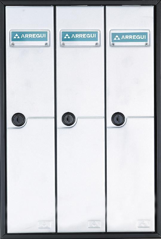 Buzón Modelo Libro V-1100, formato libro. Boca separada de la puerta para su seguridad. Cuerpo de color Negro y puerta Plata Texturada. Agrupaciones de 3, 4 y 5 unidades. Apertura lateral. Gran capacidad.