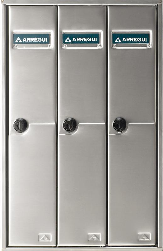 Buzón Modelo Libro V-1100, formato libro, cuerpo y puerta de Acero inoxidable satinado. Boca separada de la puerta para su seguridad. Agrupaciones de 3, 4 y 5 unidades. Apertura lateral. Gran capacidad.