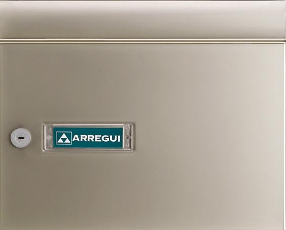 Buzón modelo Milenio Vertical V-4006 con cuerpo de acero color negro lacado, puerta y tapa de boca de aluminio color champagne anodizado.Boca separada del cuerpo para evitar actos de vandalismo.Apertura lateral.