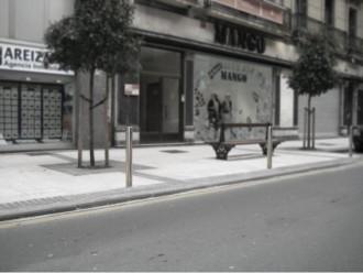 Mobiliario urbano - Pilonas de acero inoxidable brillo (Joma) ideales para su colocación en comunidades de propietarios.