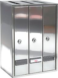 Buzón Modelo Prisma-30 carga superior formato libro, con cuerpo y puerta de acero inox brillo. Apertura lateral. Agrupaciones de 3 y 4 buzones.