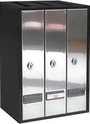 Buzón modelo Prisma-6 Carga superior formato libro, con cuerpo acero pintado de color negro y puerta de acero inoxidable brillo. Apertura lateral. Agrupaciones de 3 y 4 buzones.