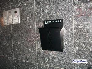 Cesta de publicidad (Joma) en color negro.