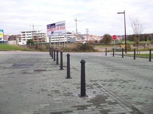 Pilonas (Joma) ideales para colocar en las comunidades de propietarios y evitar que la zona se llene de vehículos aparcados.