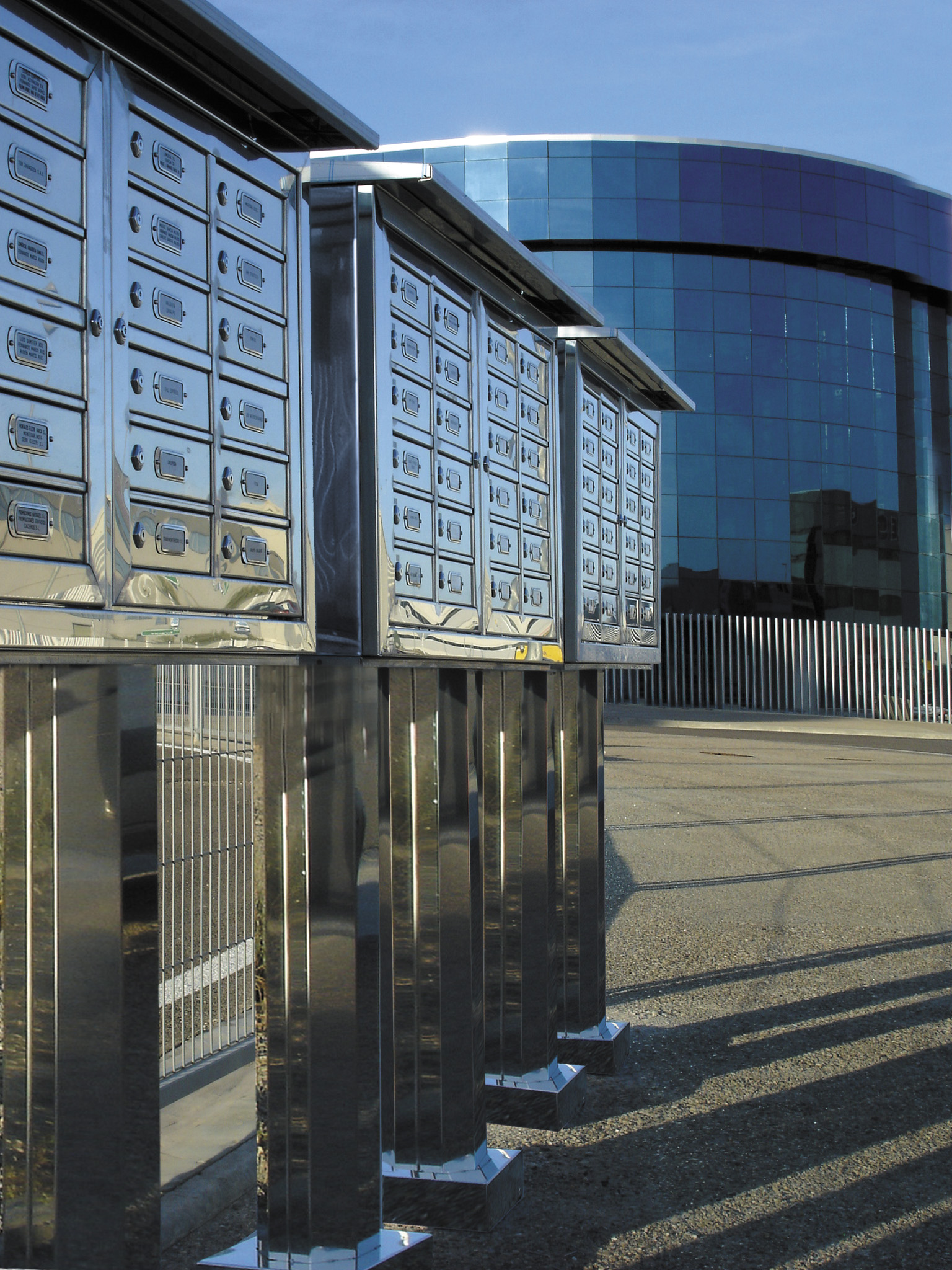 Sagastume Buzones - CENTURY - 18 - Distribuidores nacionales de buzones, tablones de anuncios, cestas de publicidad, señalizaciones, papeleras,... dirigido a comunidades de propietarios y administradores de fincas.