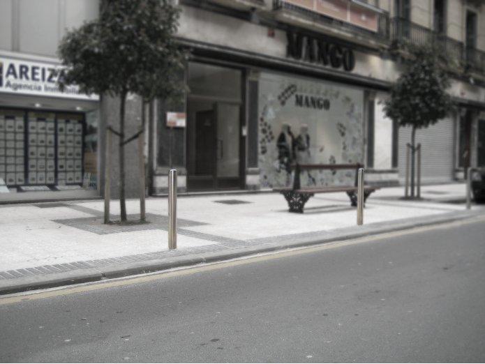 Sagastume Buzones - PILONA MODELO HEGOA - Distribuidores nacionales de buzones, tablones de anuncios, cestas de publicidad, señalizaciones, papeleras,... dirigido a comunidades de propietarios y administradores de fincas.