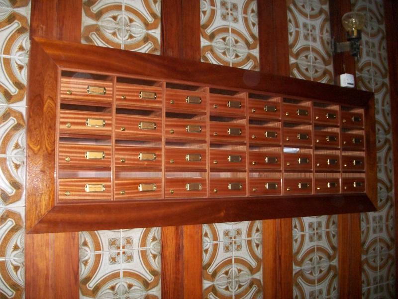 Buzones para comunidades noticias colocaci n de mueble de buzones de madera a medida - Madera a medida ...