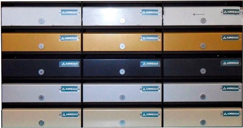 Sagastume Buzones - Arregui lanza un nuevo buzón: ADAPTA - Distribuidores nacionales de buzones, tablones de anuncios, cestas de publicidad, señalizaciones, papeleras,... dirigido a comunidades de propietarios y administradores de fincas.