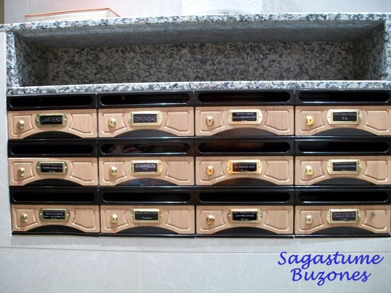Sagastume Buzones - Buzón 9000-8 - Distribuidores nacionales de buzones, tablones de anuncios, cestas de publicidad, señalizaciones, papeleras,... dirigido a comunidades de propietarios y administradores de fincas.
